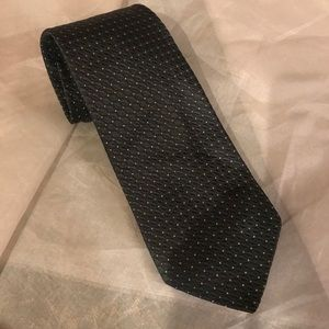 On trend faconnable Black patterned silk tie